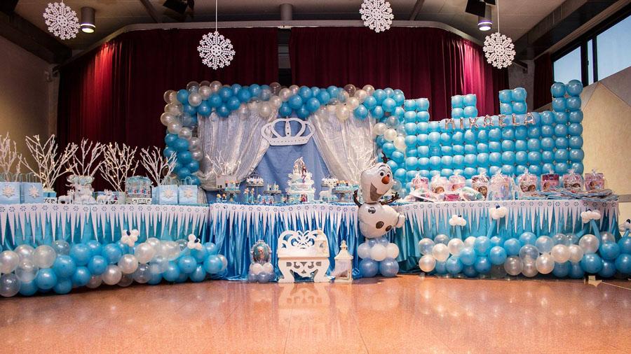 Allestimento per feste di compleanno per bambini con for Decorare una stanza con palloncini